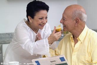 老年人应该怎么去预防白癜风呢